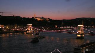 Budapest Chain Bridge Instant Replay
